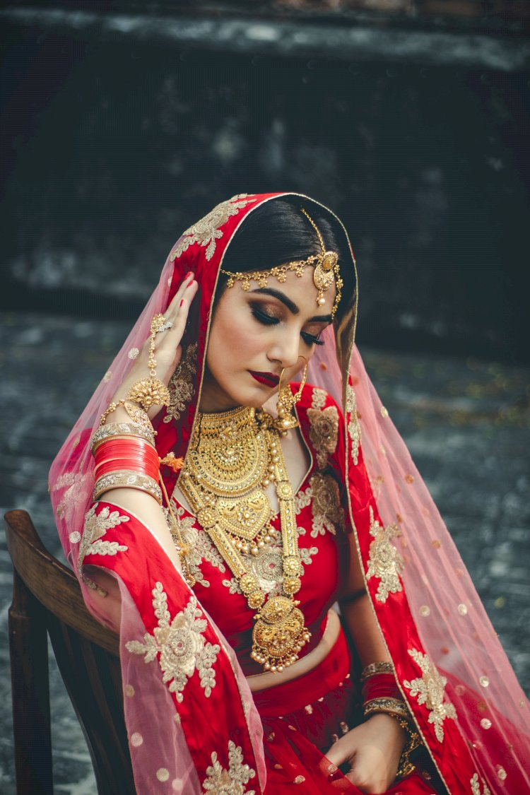 Symbolic accessories for married woman. Is it necessary?